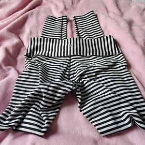 Lululemon rare stripe leggings 8 M full length